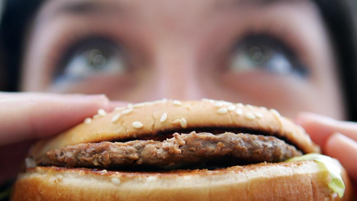 ¿Por qué comer más grasa es peor para los hombres que para lasmujeres?